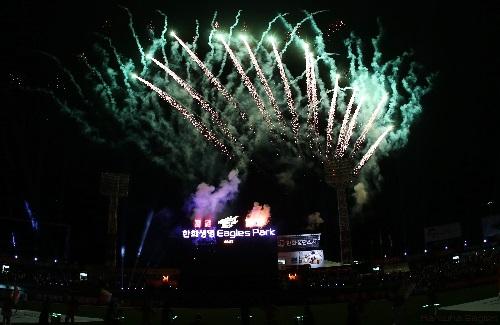 경기 종료 후 불꽃축제의 모습